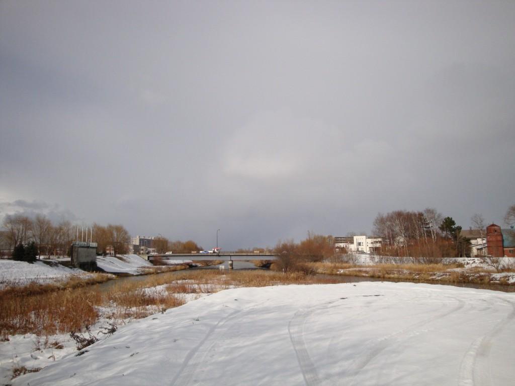 伏籠川と篠路新川の合流点