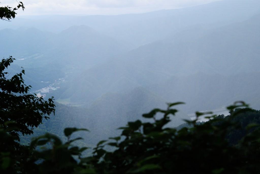 烏帽子岳山頂より定山渓ダム