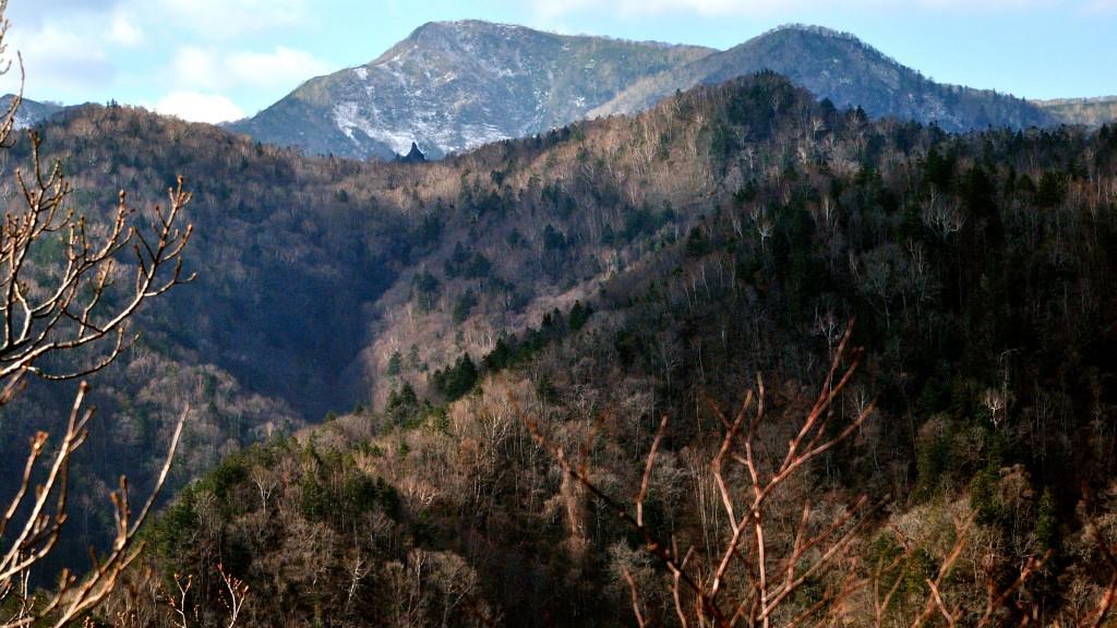 兜峰山頂より札幌岳をのぞむ