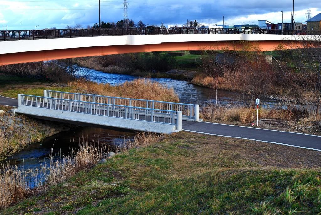 漁川と茂漁川の合流点